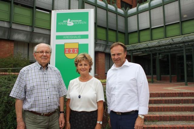 v. l. n. r.: Oberkreisdirektor a. D. Raimund Pingel, die frühere Ludwigsluster Landrätin Doris Behrendt und Borkens Landrat Dr. Kai Zwicker