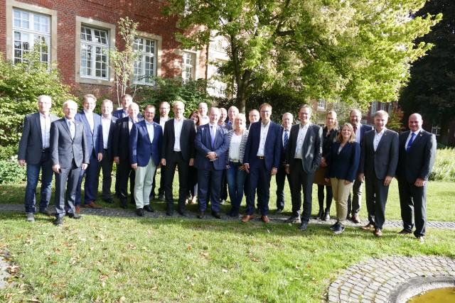 Zum Austausch trafen sich am 18. September 2019 im Borkener Rathaus die Bürgermeisterinnen und Bürgermeister sowie Beigeordneten von Städten und Gemeinden des Kreises Borken. (Copyright: Stadt Borken)