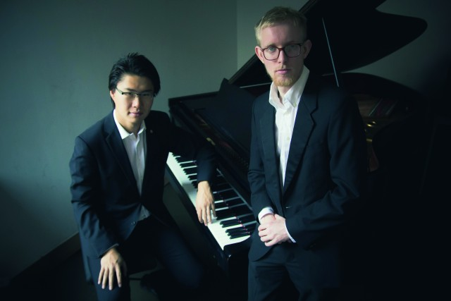 Benjamin Hewet-Craw (re.) und Yuhao Guo gastieren am Sonntag, 10. November, im Rittersaal von Schloss Raesfeld.