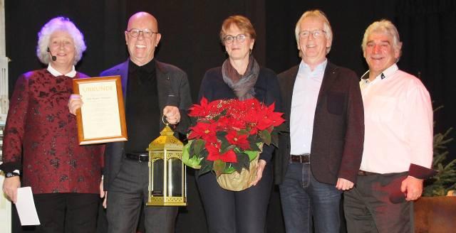 Ehrung Helmut Ackmann GAGU Zwergenhilfe Adventsgala 2019