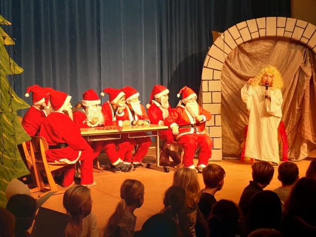 Drittklässler der Sebastianschule beim Weihnachtstheaterstück