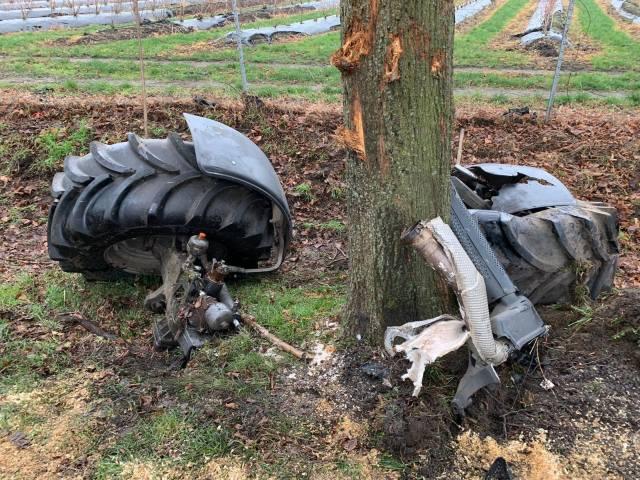 Feuerwehr Raesfeld Trecker gegen Baum