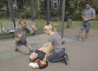 Erste Hilfe: Überprüfen des AED
