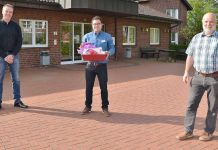 UWG Raesfeld schenkt Tablet dem Seniorenhaus St. Martin. foto Petra Bosse