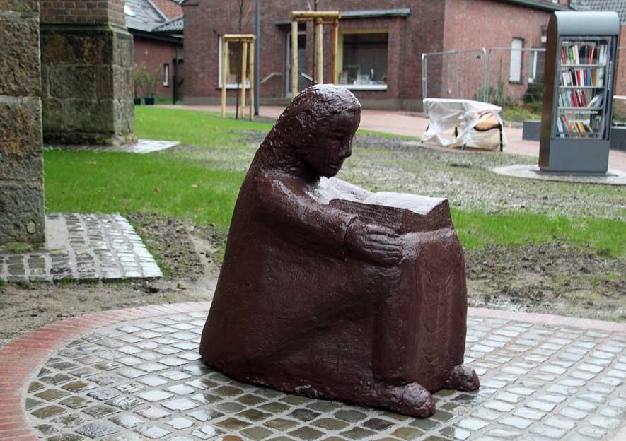 Bücherschrank-St.-Silvester-Kirche-Erle