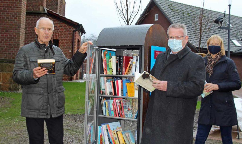 Bücherschrank-an-der-St.-Silvesterkirch-gesponsert-von-der-westenergie