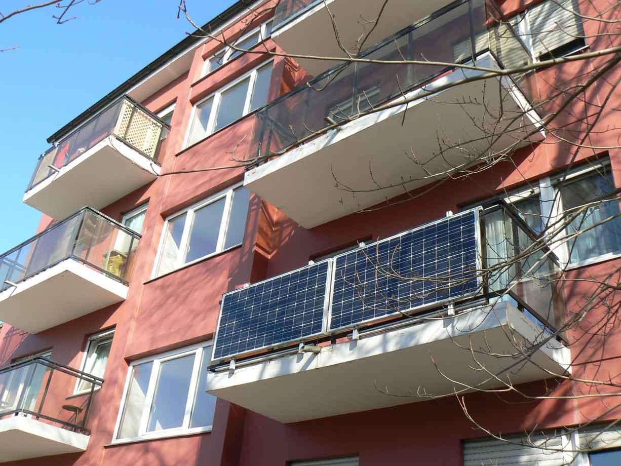 Solaranlagen-auf-dem-eigenen-Balkon