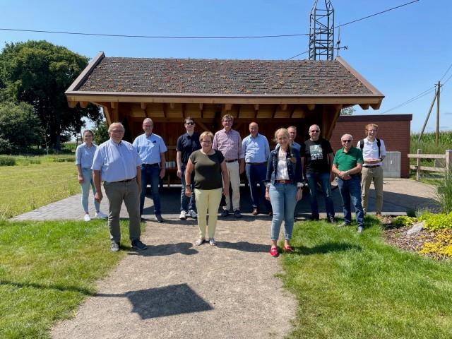 Mit einer Stärkung für die Fahrradgruppe wartete der Heimatverein Marbeck an der Schutzhütte am Kips Esch/Grenzweg.