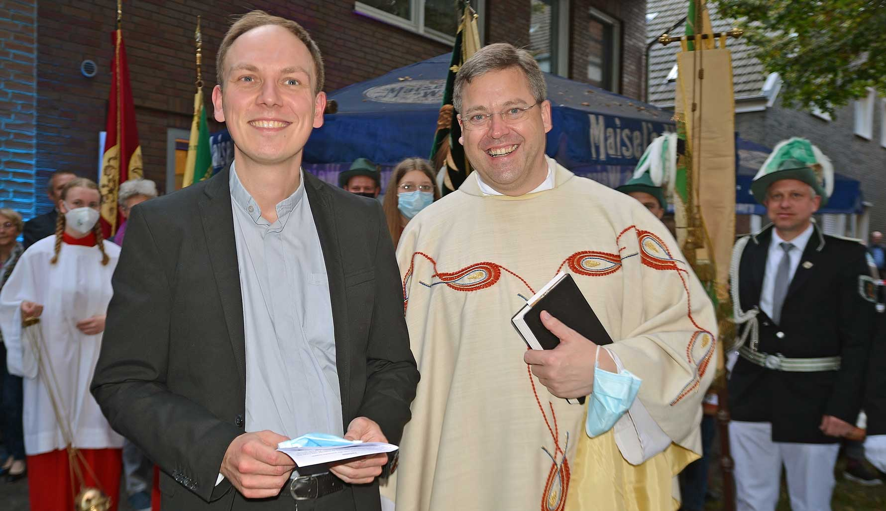 Pfarrer-Fabian-Tilling-und-Dechant-Benedikt-Ende